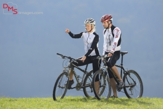 A couple with their mountain bikes on a meadow in autumn